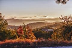Dawn στην περιοχή βουνών Στοκ Φωτογραφίες