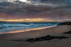 Dawn στον κόλπο Opollo, μεγάλος ωκεάνιος δρόμος, Βικτώρια, Αυστραλία στοκ φωτογραφία με δικαίωμα ελεύθερης χρήσης