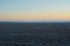 Dawn στον τομέα τον Ιανουάριο του 2018 cornfield Στοκ φωτογραφία με δικαίωμα ελεύθερης χρήσης