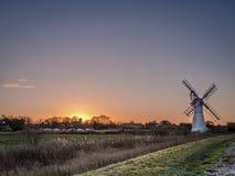 Dawn στο χωριό Norfolk Thurne Στοκ εικόνες με δικαίωμα ελεύθερης χρήσης