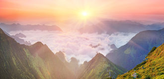 Dawn above the sea of fog Royalty Free Stock Photography