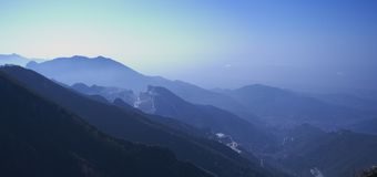 Dawn in Apuan Alpen, Carrara, Italië Stock Foto