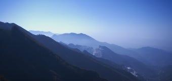 Dawn in Apuan Alpen, Carrara, Italië Stock Afbeeldingen