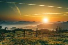 Dawn in bergen Mooi landschap Stock Fotografie