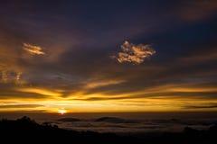 Dawn betweem de wolken Stock Afbeelding