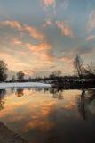 Dawn bij de rivier Stock Afbeeldingen