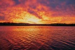 Dawn Brilliance em pouco lago Senca foto de stock royalty free