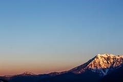 Dawn in de bergen Stock Foto