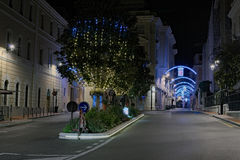 Dawn in de oude stad Kerstmisdecoratie van de straat Stock Fotografie