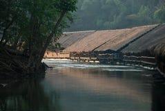 Dawn in het drijvende dorp Stock Foto