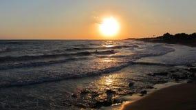 Dawn in het overzees royalty-vrije stock afbeelding