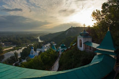 Dawn in klooster Svyatogorsk stock afbeelding