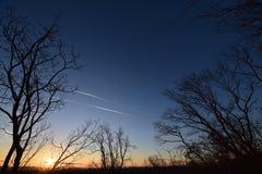 Dawn met lage wolken Presunrisemaan De Horizon van de Stad van New York Royalty-vrije Stock Foto