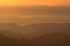 Dawn in mountains Royalty Free Stock Photos