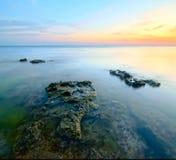 Dawn op de overzeese kust royalty-vrije stock afbeelding