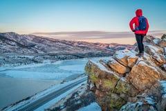 Dawn over bevroren bergmeer Royalty-vrije Stock Fotografie
