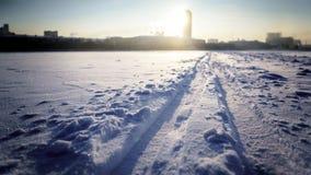 Dawn over Toren en een ijzige ochtend in Ekaterinburg stock foto's