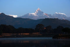 Dawn Of Phewa Lake Royaltyfri Bild