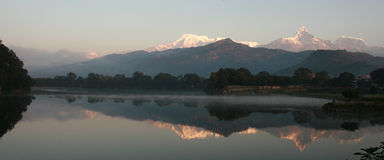 Dawn Of Phewa Lake Arkivfoton