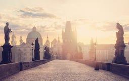 Dawn in Praag Charles-brug Karluv het meest, Praag, Tsjechische Republiek stock foto