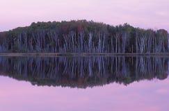 dawn rady nad jezioro. Zdjęcia Royalty Free