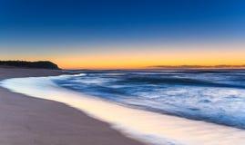 Dawn Seascape et promontoire photo stock