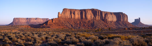 Dawn steekt Schildwacht Mesa aan stock afbeeldingen