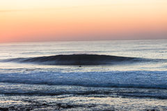 Dawn Surfer Wave στοκ εικόνα