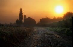Dawn in Toscanië met kerk Royalty-vrije Stock Afbeelding