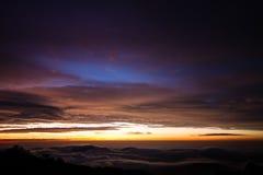 Dawn tussen de wolken Stock Foto