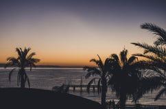 Dawn van het hotelvenster stock afbeelding