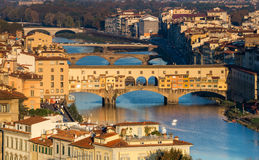 Dawn view of the Arno river and Ponte Vecchio bridge in Florence Stock Photography