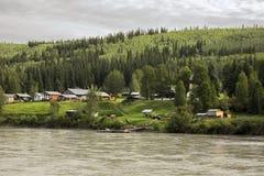 Dawson City : Une vue de rivière Image stock