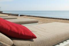 Daybed pela praia Foto de Stock Royalty Free