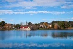 湖Daylesford 免版税图库摄影