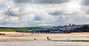 Daymer海湾海滩横向在Cornwall英国 免版税库存图片