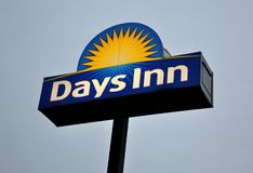 Days Inn hotel signage. In gray skies royalty free stock photography