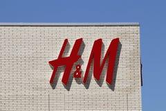 Dayton - circa abril de 2018: H&M Retail Mall Location H&M es una compañía internacional de la ropa I imagen de archivo