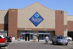 Dayton - Circa April 2018: Sam`s Club Warehouse Logo and Signage. Sam`s Club is a chain of membership stores owned by Walmart II. Sam`s Club Warehouse Logo and Royalty Free Stock Photo