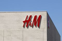 Dayton - circa aprile 2018: H&M Retail Mall Location H&M è una società internazionale dell'abbigliamento II Fotografia Stock