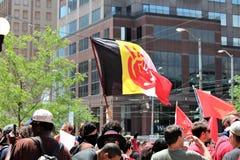 Dayton, OH/Estados Unidos - 25 de maio de 2019: 600 protestors reagrupam contra membros relatados 9 de um KKK imagem de stock