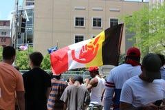 Dayton, OH/Estados Unidos - 25 de maio de 2019: 600 protestors reagrupam contra membros relatados 9 de um KKK fotos de stock