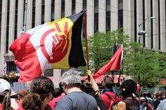 Dayton, OH/Estados Unidos - 25 de maio de 2019: 600 protestors reagrupam contra membros relatados 9 de um KKK imagens de stock