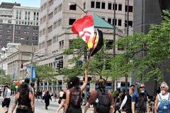 Dayton, OH/Estados Unidos - 25 de maio de 2019: 600 protestors reagrupam contra membros relatados 9 de um KKK imagens de stock royalty free