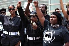 Dayton, OH/Estados Unidos - 25 de maio de 2019: 600 protestors reagrupam contra membros relatados 9 de um KKK fotografia de stock