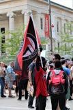 Dayton OH, Stany Zjednoczone, Maj,/- 25 2019: 600 protestors zbieraj? przeciw KKK donosz?cym 9 cz?onkom zdjęcia royalty free