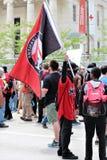 Dayton OH, Stany Zjednoczone, Maj,/- 25 2019: 600 protestors zbieraj? przeciw KKK donosz?cym 9 cz?onkom zdjęcia stock