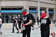 Dayton, OH/Verenigde Staten - Mei 25 2019: 600 protestors verzamelen tegen een gemelde 9 KKK-leden stock afbeelding