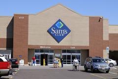 Dayton - Około Kwiecień 2018: Sam ` s klubu magazynu Signage i logo Sam ` s klub jest łańcuchem członkostwo sklepy posiadać Walma Zdjęcie Royalty Free