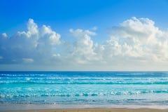 Daytona Beach dans des vagues de rivage de la Floride images libres de droits